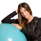 trabajadora con pelota maffiuletti Fast Fitness